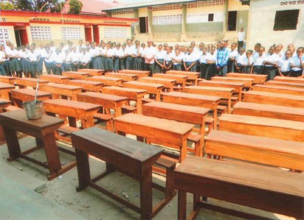 La Escuela Saint Edouard en Congo ya tiene los pupitres financiados por la Parroquia de Picanya