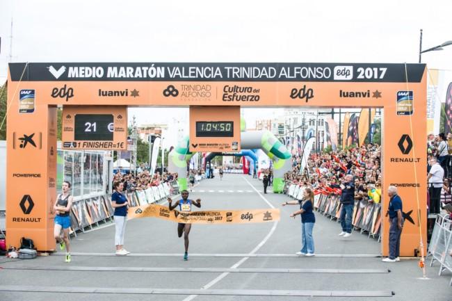 Joyciline Jepkosgei, nuevo récord del mundo de medio maratón en categoria femenina