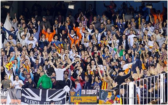 """""""Valencia CF - Español 2012 #6"""" (CC BY 2.0) by Víctor Gutiérrez Navarro"""
