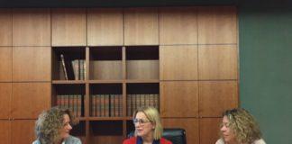 La portavoz del Partido Popular en la Diputación de Valencia, Mari Carmen Contelles, junto a la presidenta comarcal del PP en l'Horta Sud, Reme Avia y la portavoz del PP en Torrent, Amparo Folgado