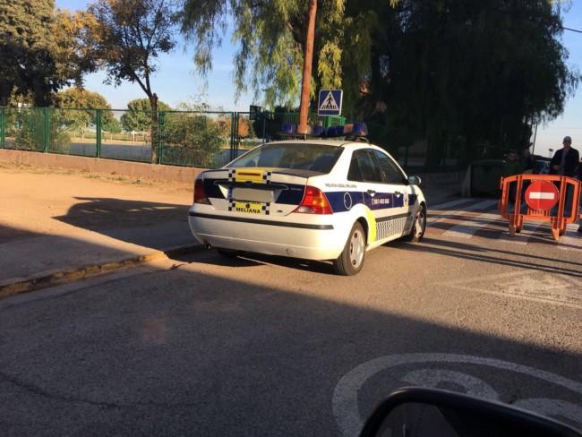 Policía Local Foios patrullando con un coche de la Policía Local de Meliana