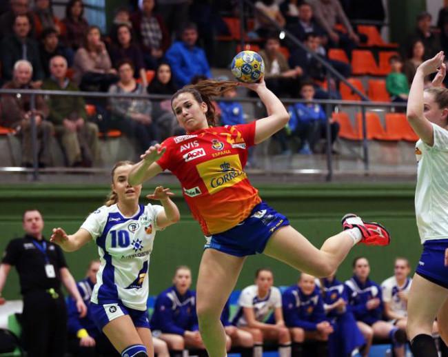 La jugadora de balonmano Lorena Zarco, formada en Burjassot, vuelve a la Selección Española