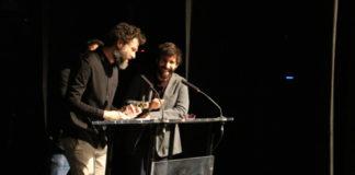 Maarten Groen agradeciendo el premio a Mejor Director traducido por Jorge de Guillae
