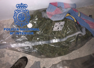 La Policia Nacional detiene a un joven y su madre por tráfico de drogas y tenencia ilícita de armas