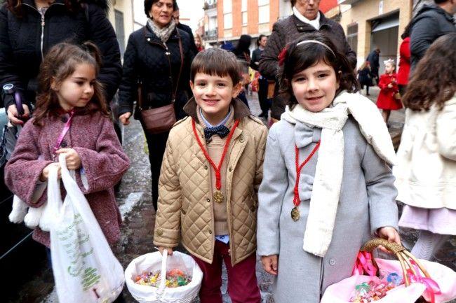 """La clavaría de Sant Blai inicia las festividades con la """"Passejada del guió"""""""