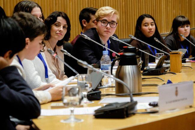 Una joven del Consejo de Infancia de Mislata visita con UNICEF el Congreso de los Diputados