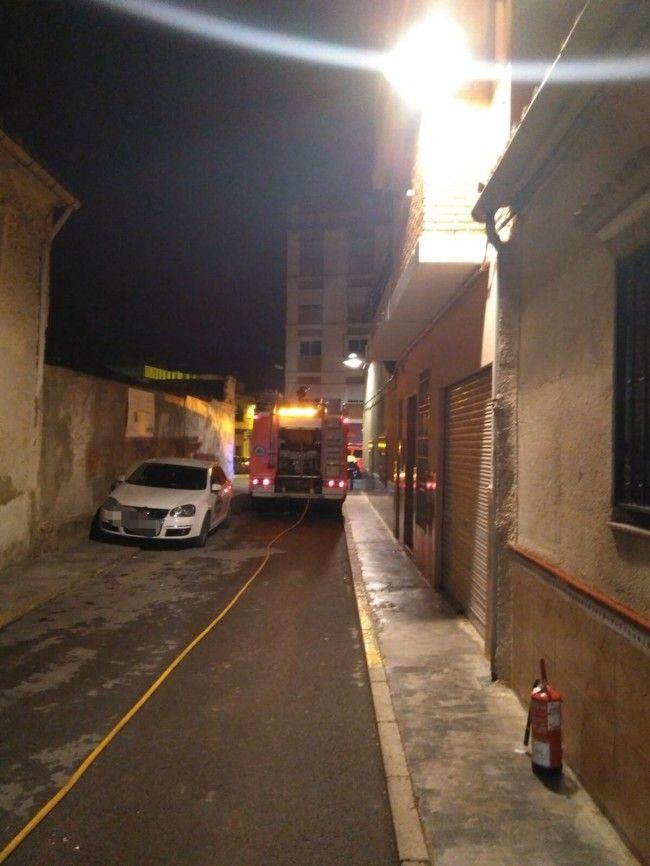 Policía Local de Torrent reduce un incendio en una vivienda hasta la llegada de los bomberos
