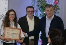 Cristina Martínez recoge el premio Mujer Atenea 2018