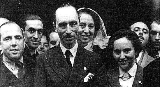 Manises. 1951. De derecha a izquierda: Miguel Martínez, Miguel Montaner Nadal, Sara Peris, Vicente Valero, don Javier de Borbón Parma, doña Francisca de Borbón.