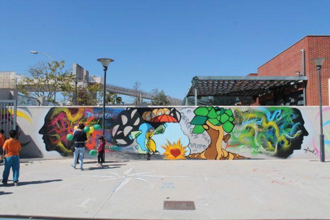 El CEIP Mariano Benlliure ha triat l'artista aldaier Plati per decorar una de les seues parets