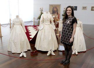 La Reina del Encuentro, Cristina Peris, lucirá un traje con capa de terciopelo rojo y 7 metros de largo