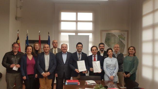 Firma convenio paterna Ciudad de Empresas-Intu Eurofund