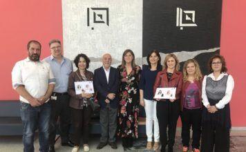 El Hospital Arnau de Vilanova recibe del Ayuntamiento de Paterna la donación de 39 pelucas y 100 pañuelos para personas afectadas de patología oncológica