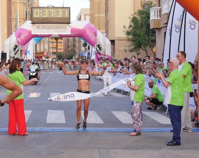 Elia Fuentes gana la 10K Divina Pastora Seguros Alboraya contra el Cáncer