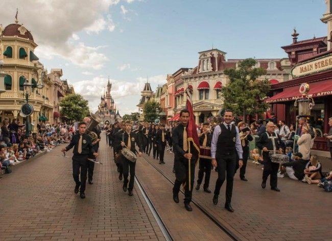 La Banda Sinfónica de Aldaia actúa en Disneyland París