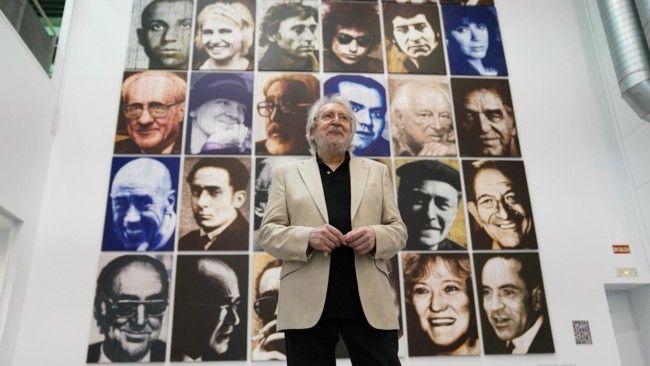 El artista Antoni Miró, ante una de sus obras expuestas en La Base.