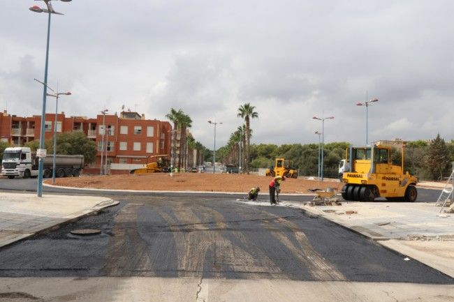 asfaltado de la nueva rotonda de Padre Méndez y Reina Sofía, de Torrent