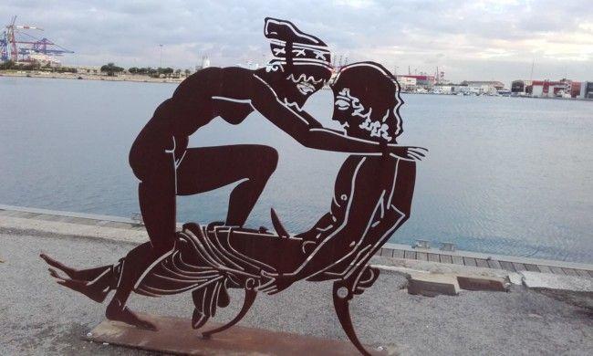 Las esculturas eróticas de Antoni Miró para 'La Base' indignan a vecinos y visitantes de La Marina