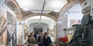 Luisa Salvador i Carmen Amoraga passejen per l'interior del Museu de la Imprempta