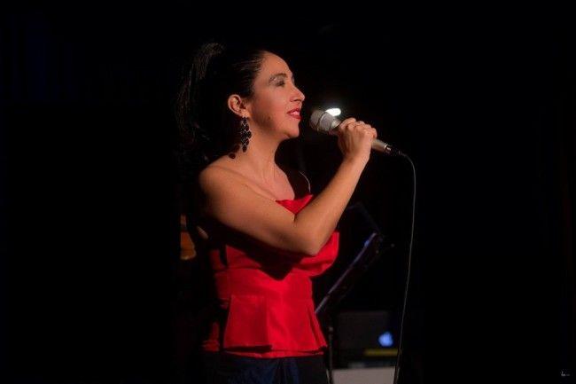 Analía Bueti homenajea a Carlos Gardel.