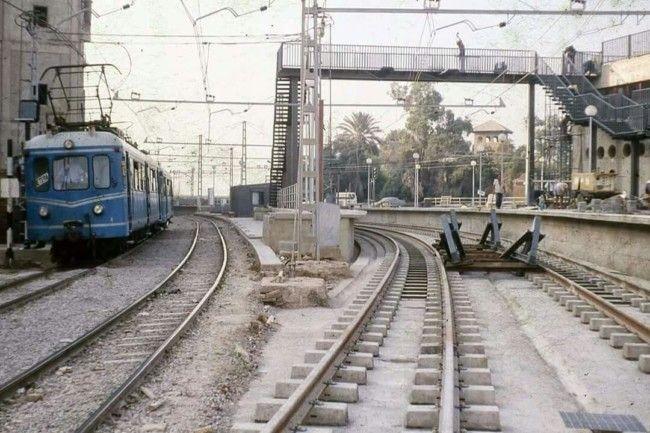 """Años 90 , últimos días del trenet de la línea 4 enlazando con el ya implantado metro de las líneas 1 (Bétera) y 2 (Llíria). El edificio de la estación a la derecha entonces llamada """"Ademús"""" tal como la conocía yo."""