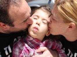 Alba Ojeda niña con paralisis cerebral