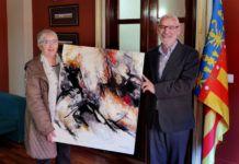Aurora Valero dona cuadro Ayuntamiento de Alboraya