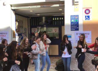 Filles de maría de Foios celebran premio loteria navidad