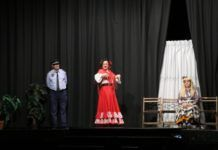Las personas mayores de Torrent disfrutan de la Navidad con actividades teatrales