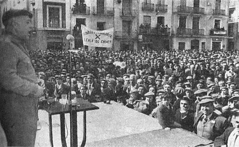 Algemesí. 1967. Don Pascual Agramunt Matutano, coronel mutilado de guerra, dirigiéndose a sus correligionarios.