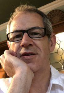 El autor Dale Gareth.