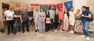 Josep Policarpo y los profesionales del sector de las artes escénicas y la exdiputada Rosa Perez.