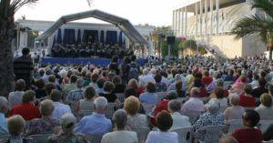 La Banda Municipal de Valencia en los Jardines del Palau.