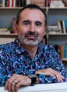 Salazar es Catedrático de Derecho Constitucional.