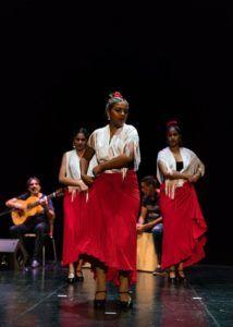 Desde Febrero de 2018, 40 niños y niñas y jóvenes del barrio del Cabanyal de etnia gitana participan en talleres de baile, cajón, guitarra...