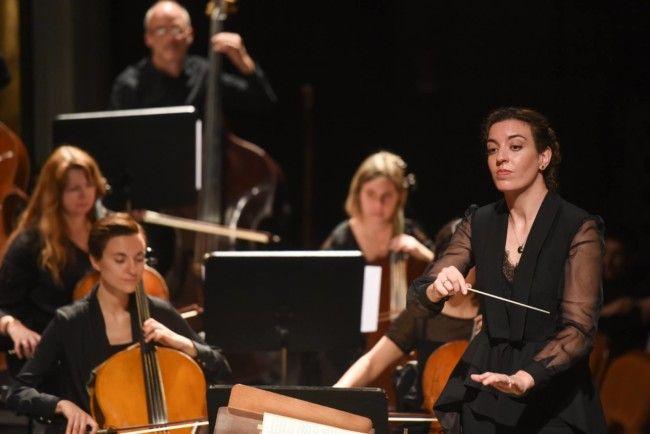 Lara Diloy, directora de orquesta. Oviedo Filarmonía