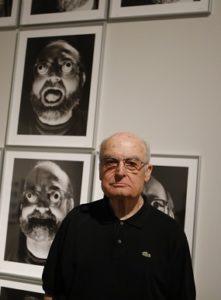 Luis Gordillo en la presentación d ela exposición.