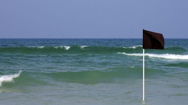 bandera negra playa