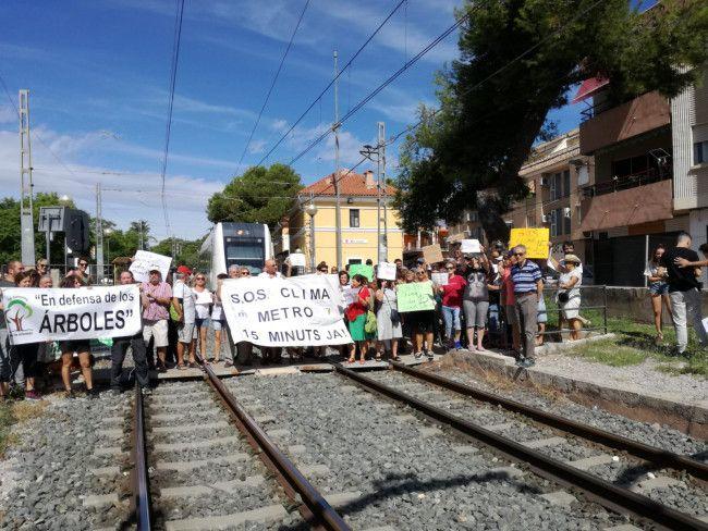 Corte de vía de metro en La Canyada