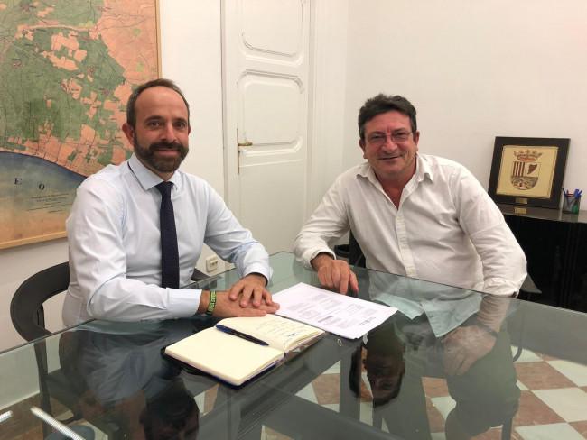 El investigador valenciano Vicent Gabarda (d)