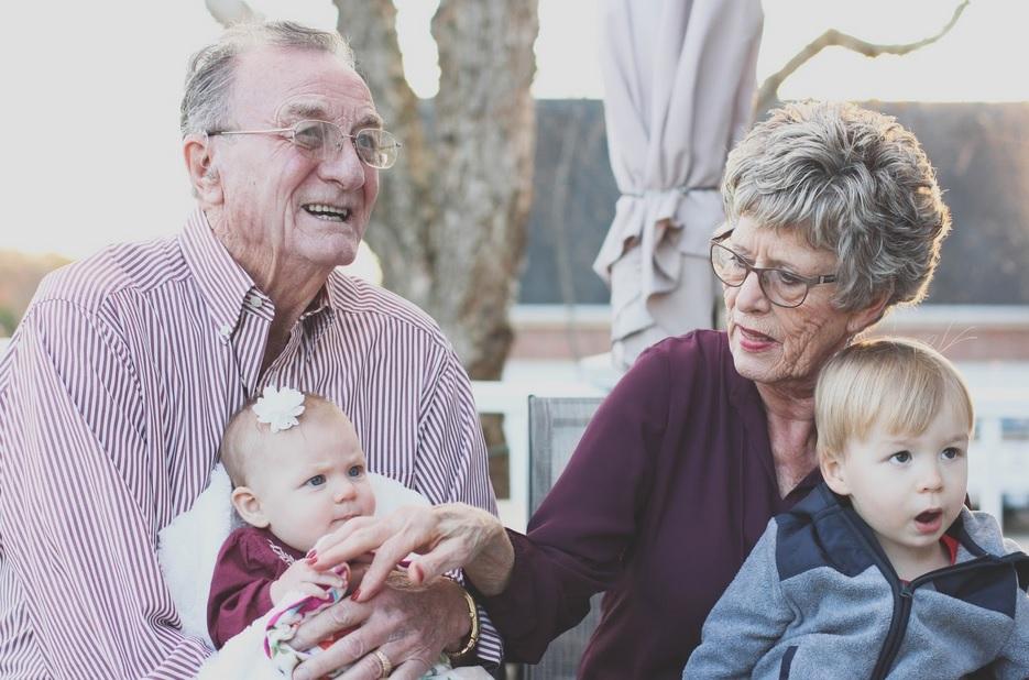 audifono-abuelos-nietos
