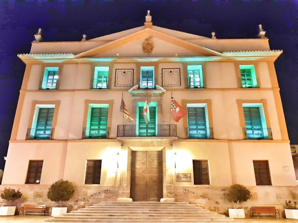 ayuntamiento Paterna iluminado contra el coronavirus