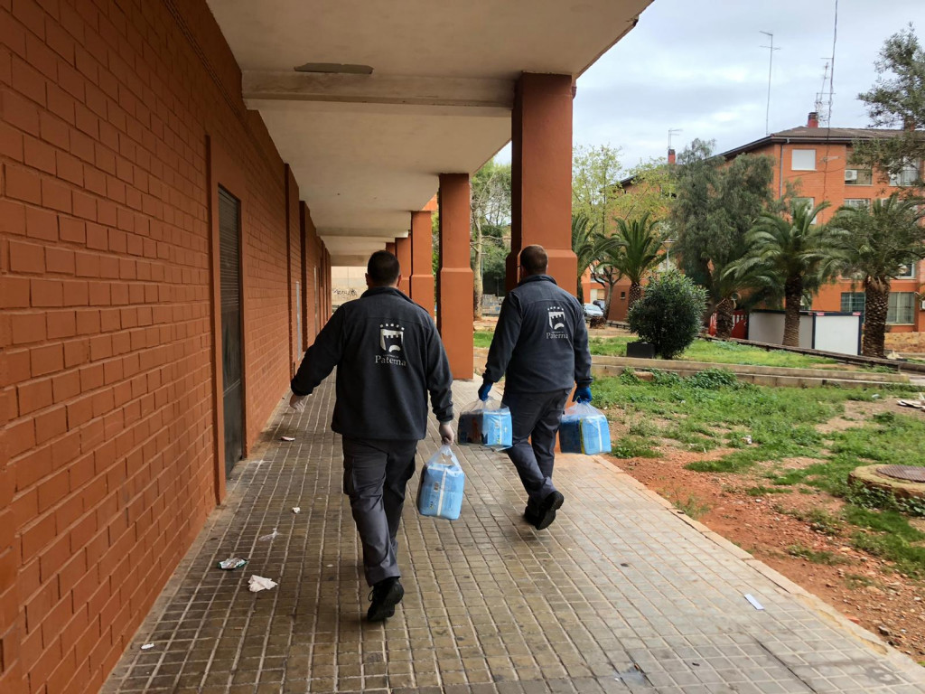 Paterna reparte 443 lotes de alimentación e higiene infantil para los menores más necesitados