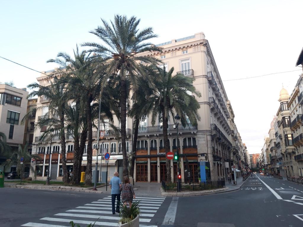 Confluencia de las céntricas calle de la Paz y Plaza de la Reina. Foto: Javier Furió