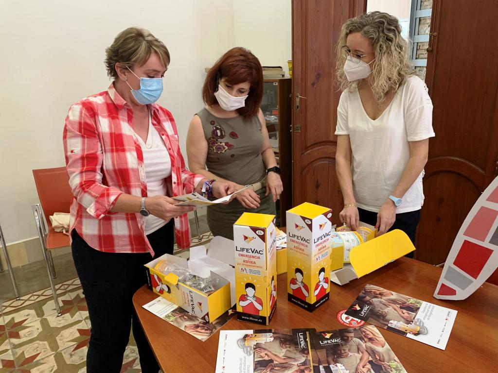 La Mancomunitat Horta Sud distribuye 167 sistemas anti asfixia por atragantamiento