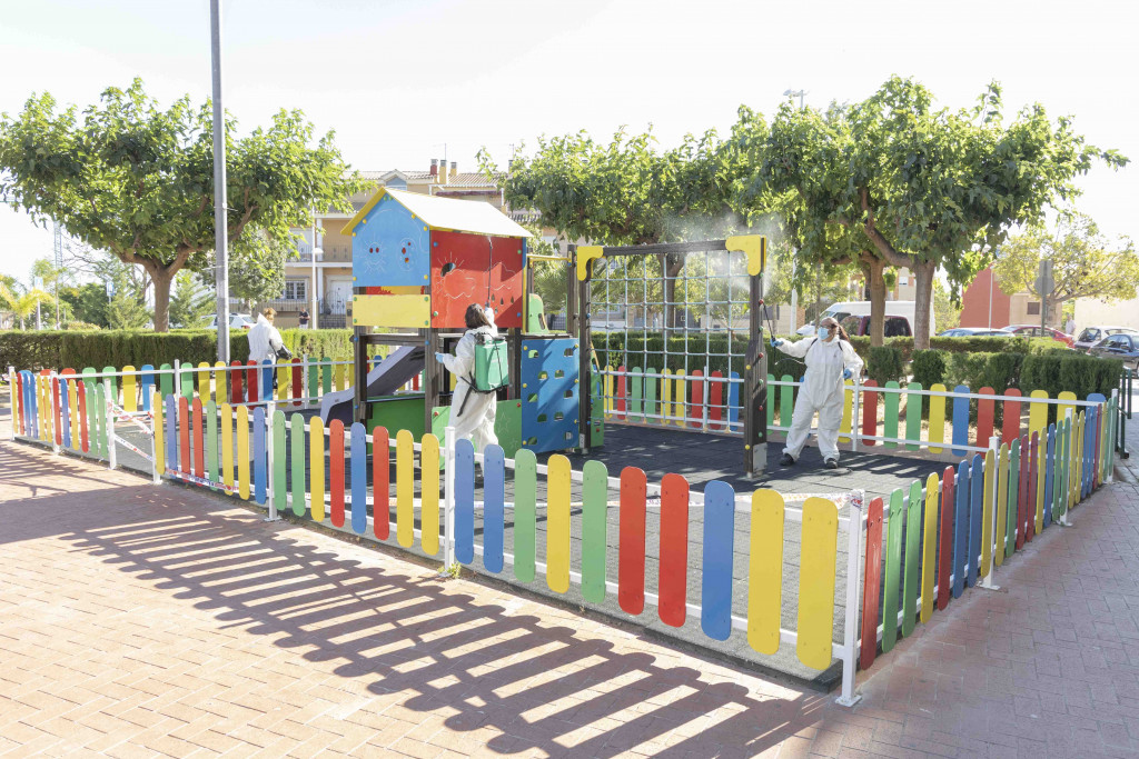 Picassent desinfecta els parcs infantils i jardins