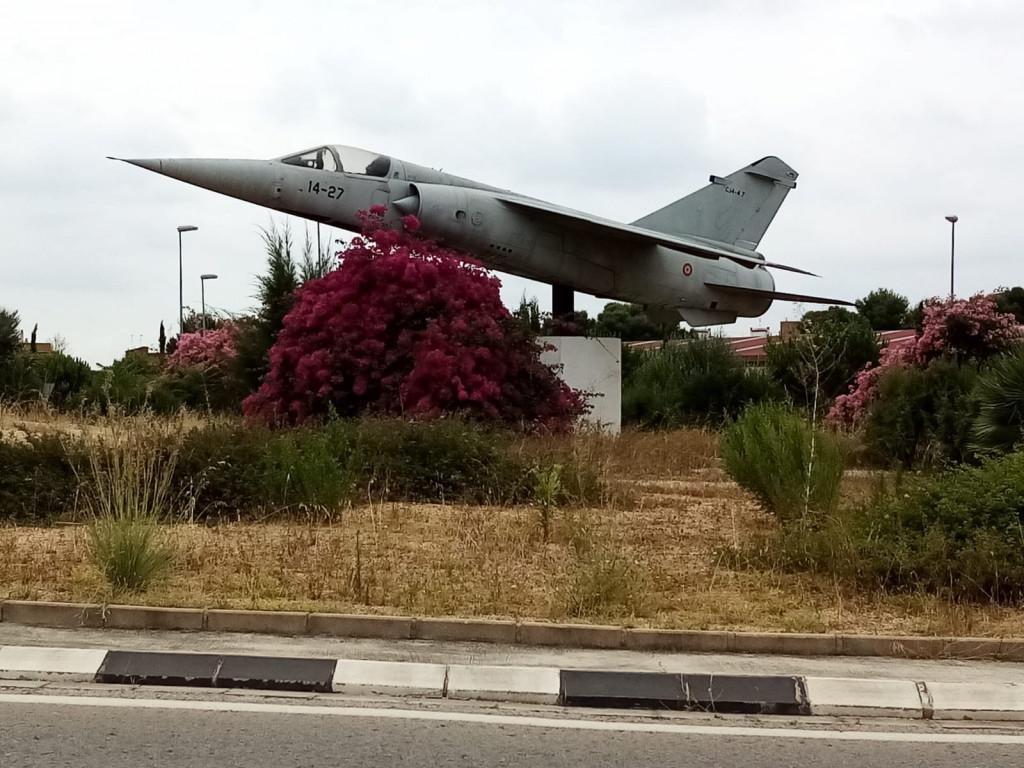 Avión Mirage F-1M rotonda Paterna