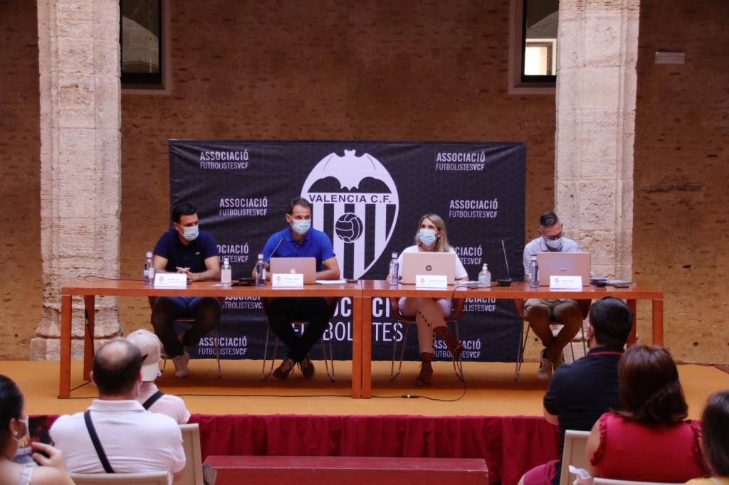 Presnetacion nueva Escuela Municipal de Fútbol de Alaquàs conveniada con el Valencia CF