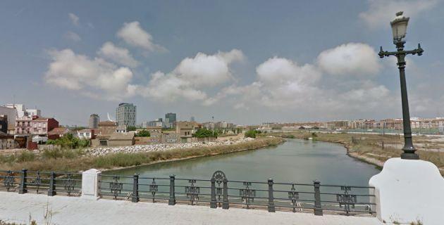 Una barrera anticontaminación de última generación instalada al final del antiguo cauce del Túria recogerá los residuos flotantes procedentes del tramo comprendido entre el Oceanogràfic y el puente de Astilleros