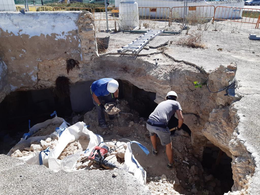 Trabajos en cueva de Paterna